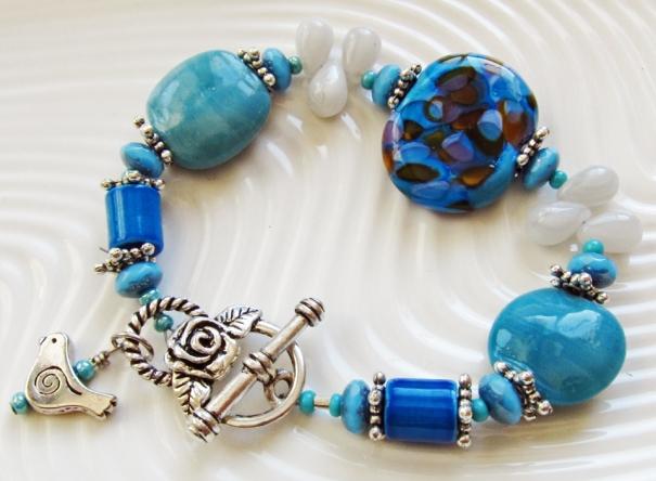 Turqoise handmade bracelet with lampwork bead.