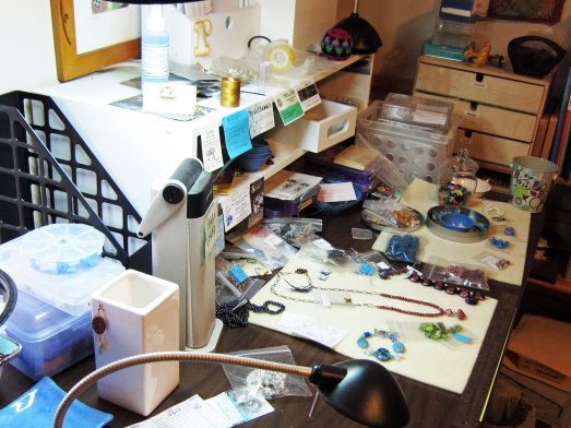 Linda Landig's bead table
