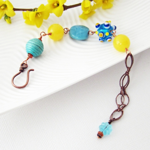 Spring bracelet with wood, ceramic and glass beads