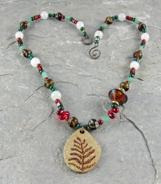 Color chalenge necklace by Linda Landig