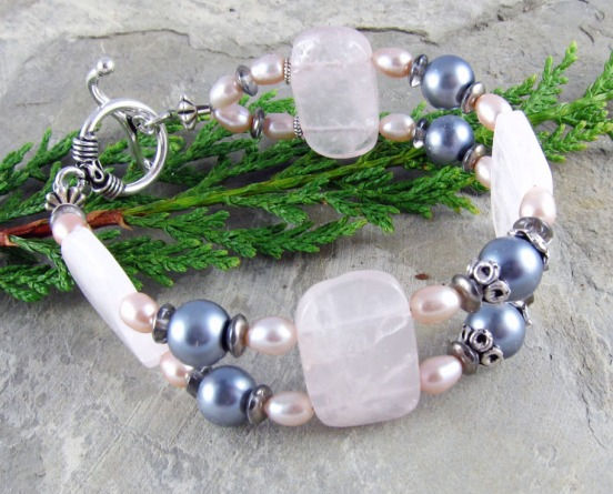 Rose quartz bracelet with pink and gray pearls