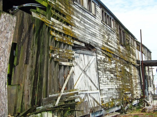 side view of an abandon warehouse.